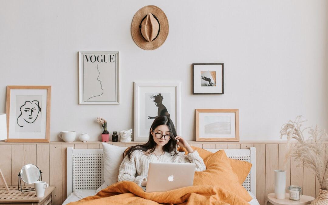 Internetowo czy stacjonarnie – jaki sklep z wyposażeniem sypialni w Poznaniu będzie lepszym wyborem?
